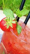 Mit frischen Erdbeeren